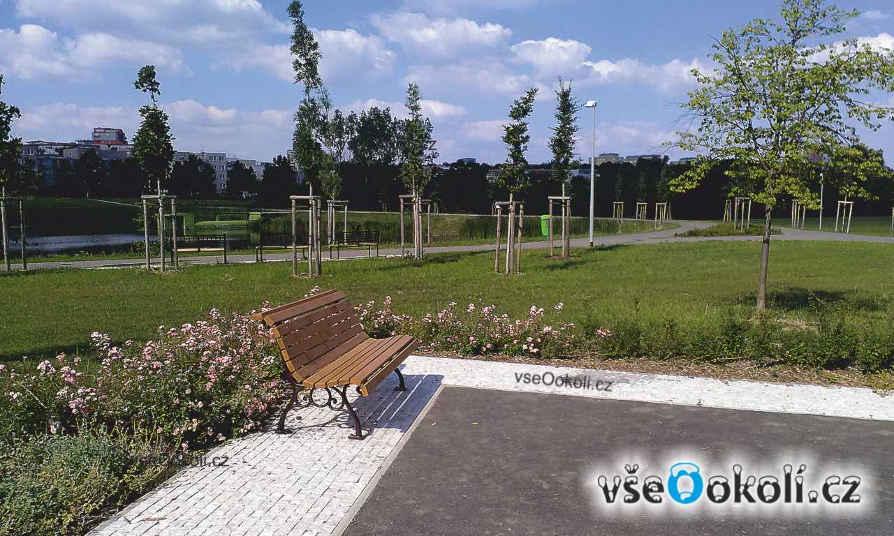 Nové odpočinkové místo v centrálním parku Prahy 13