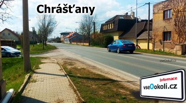 Ulice Plzeňská na které se nachazí i obecní úřad Chrášťany.