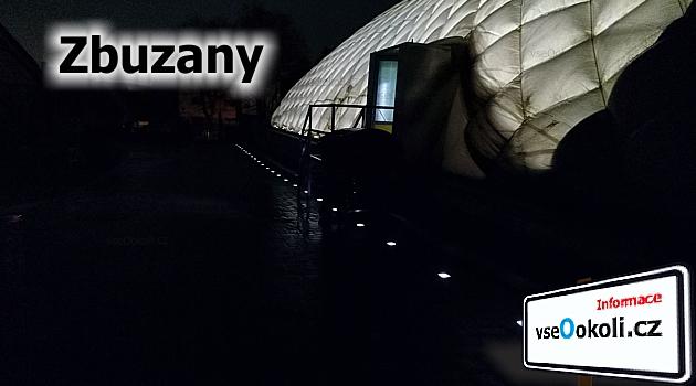 sportovní fotbalová hala Zbuzany při večerním tréninku starších žáků FK Stodůlky
