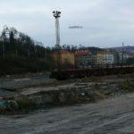 Staré nástupiště a také staré koleje i vlak na Smíchovským nádraží.