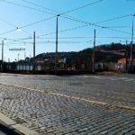 4ást ulice Nádražní prochází rekonstrukcí z důvodu přemístění kolejové dráhy ze středu silnice do strany.