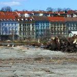 Přípravné práce začali již mynulý rok ale stavba nezačala. Zatím se kácejí stromy a padají třísky.